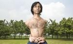 世界六大奇特橡胶人,印度男子身体柔韧度惊人,可随意穿过网球拍