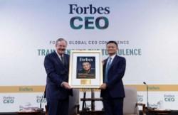马云获福布斯终身成就奖 全球互联网领域首位获奖者