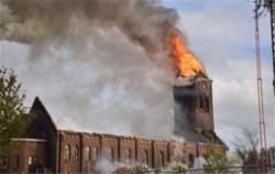 荷兰百年教堂失火 巴黎圣母院悲剧重演令人心痛