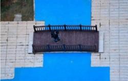 长沙塑胶人工湖 湖里没有水小桥是摆设
