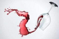 盘点十大快速帮你轻松除去红酒痕迹的方法:衣服沾到红酒怎么办?这些东西帮你轻松除去红酒痕迹